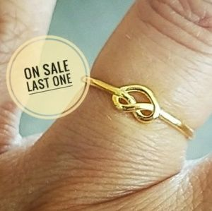 Jewelry - Gold plated knot Ring Band size 6